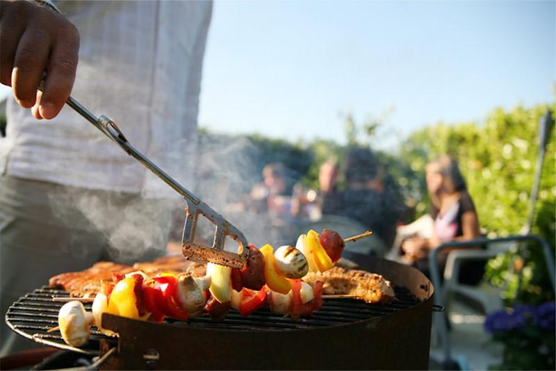 Consigli per il barbecue da giardino e grigliate estive - Barbecue in giardino ...