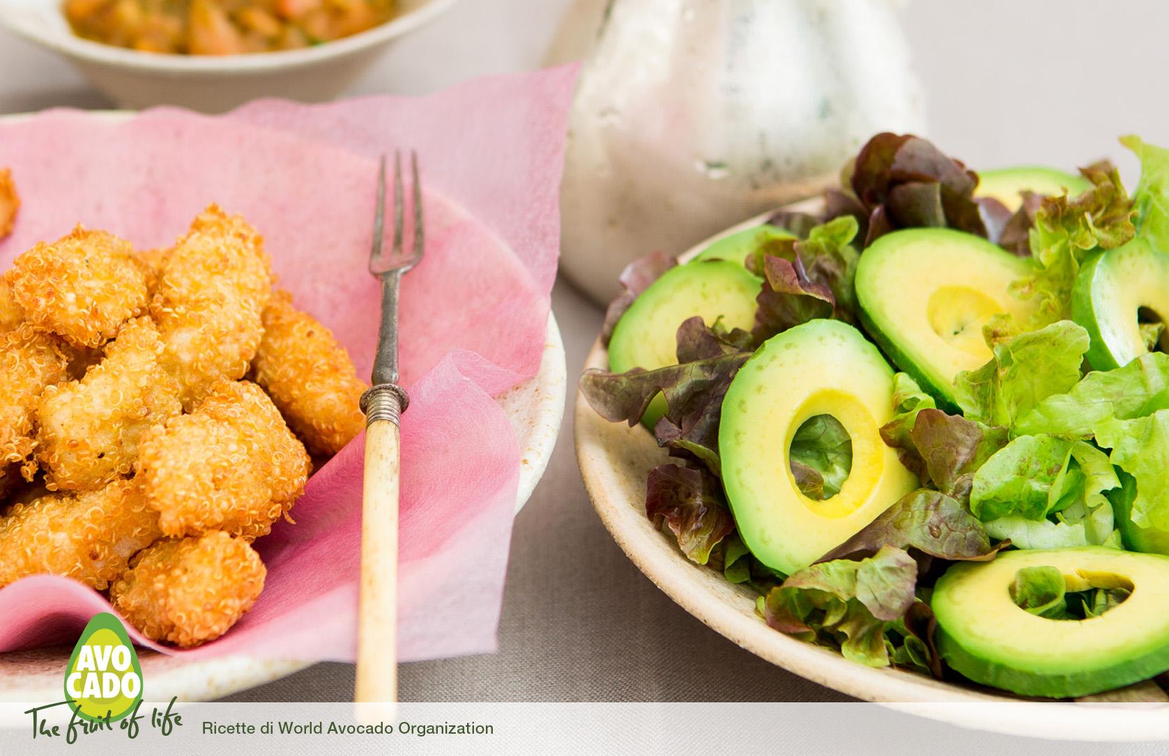 Crocchette di pesce con pomodoro, erbe e avocado