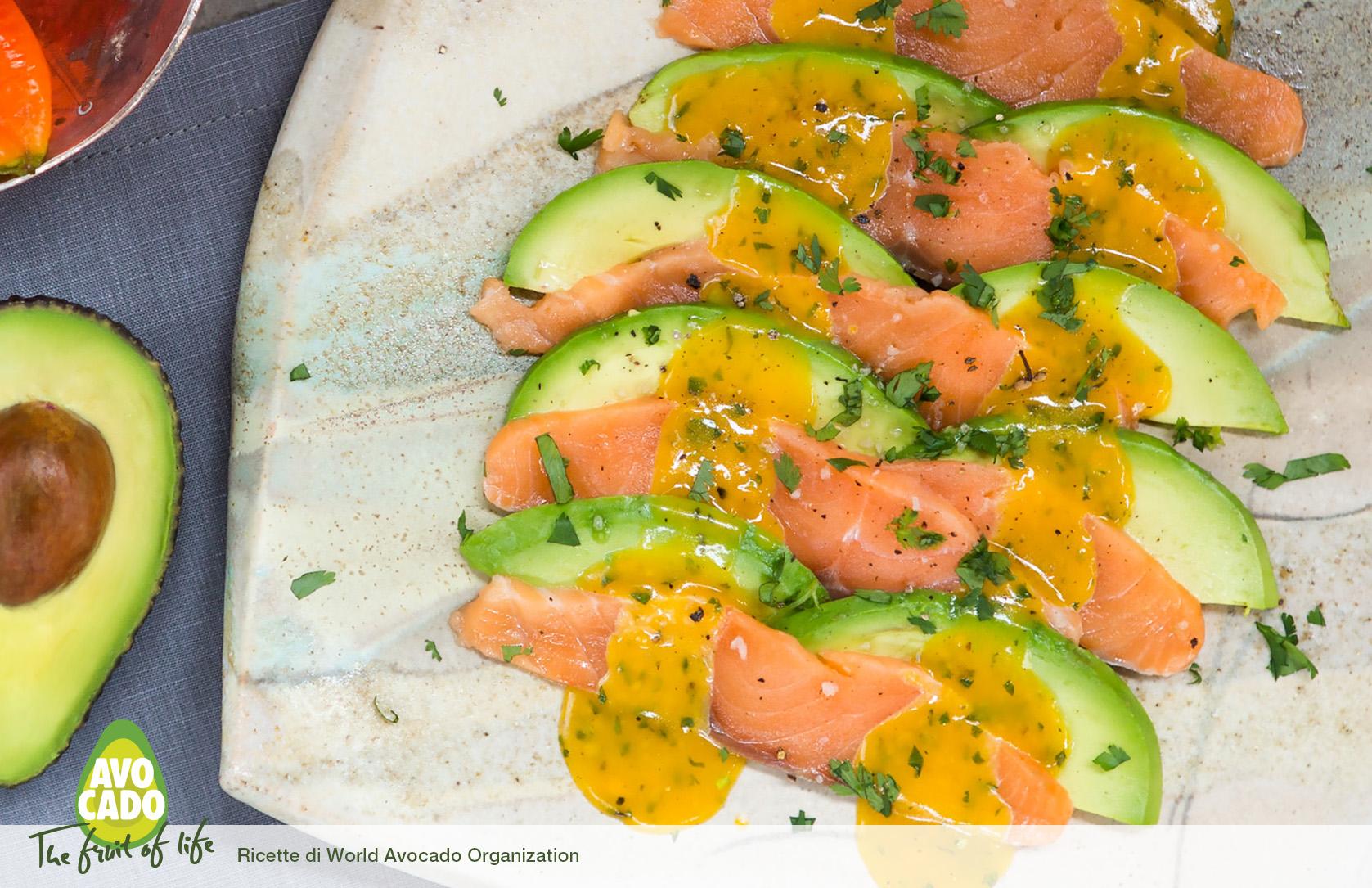 Piatto piccante salmone e avocado